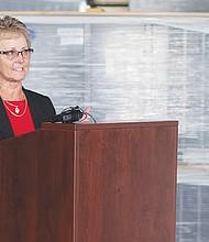 La Superintendente Karen Janney durante su intervención. Foto-Cortesía: Omar León-SUHSD.