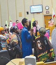Miembros de comunidades locales se expresaron ante los regidores.