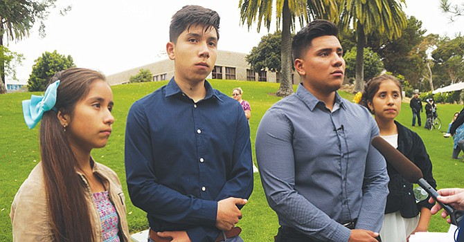 Los hijos del matrimonio Duarte Pérez encabezaron los testimonios ante el cabildo local. Foto: Manuel Ocaño.