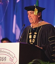"""NO HAY EXCUSAS. José F. Méndez: """"Nunca es tarde para estudiar. La edad no es una excusa."""""""