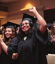 GRADUADOS. Con gran emoción, la cuarta promoción de Wheaton obtuvo sus grados en bachillerator y maestría.