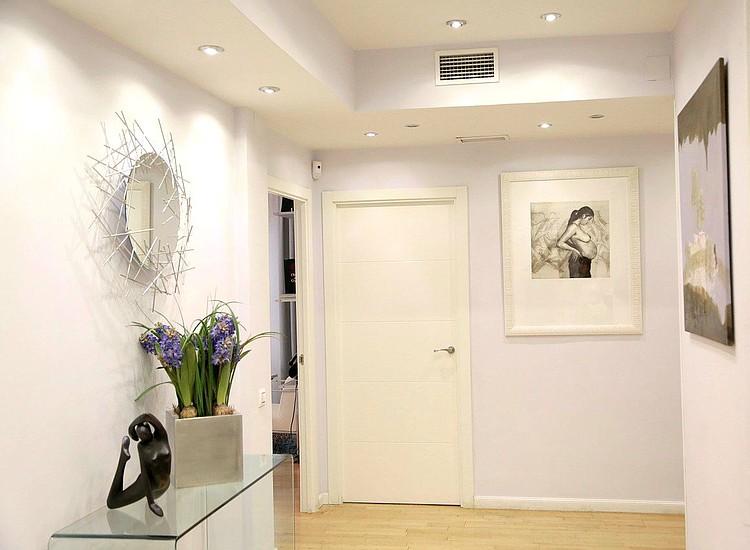 C mo decorar un pasillo para que se vea m s amplio el - Papel pintado pasillo ...