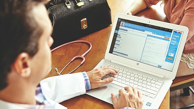 A DOMICILIO. Los médicos de Heal diagnostican a los pacientes en la casa o en la oficina por un costo de $99.