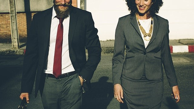 Si decides salir temprano del trabajo un viernes, lo más probable es que tu jefe te apoye.