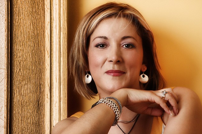 Dr. Claudia Campos