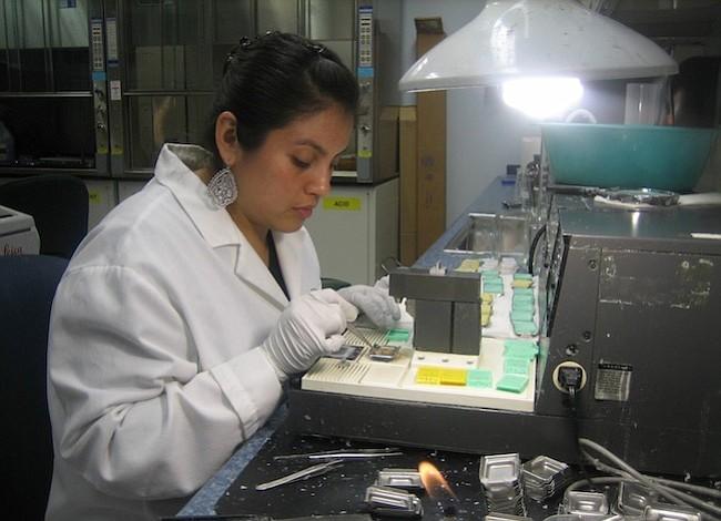 Científica latina marca la diferencia