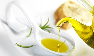 El aceite de oliva es uno de los desmaquillantes naturales por exelencia
