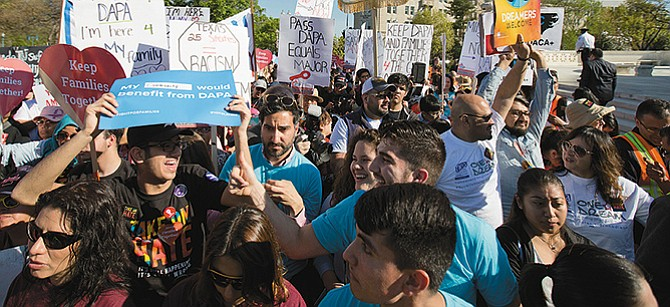 Presionan para derogar el DACA