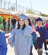 Jóvenes soñadores buscaron a finales de abril del 2015, y algunos lo consiguieron, otros no, entrar al país por la frontera de Mesa de Otay, de Tijuana. Foto-Archivo: Horacio Rentería/El Latino San Diego.