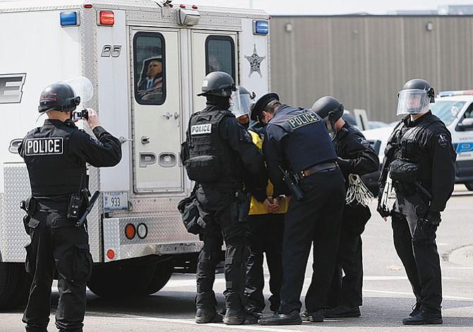 Oficiales de policía hispanos no quieren detener  a inmigrantes indocumentados