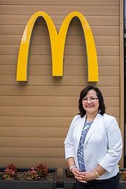 Ana Takata empezo su carrera con McDonald's como una cajera.