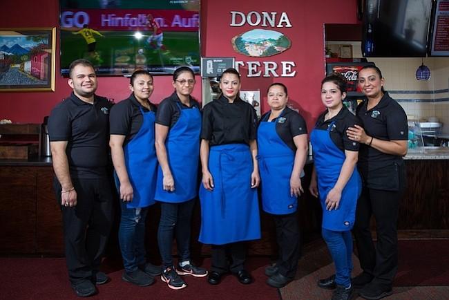 """Patricia Lisseth Portillo, o """"Liss"""" trabaja con sus 18 empleados para dar forma a los platillos plenos de sabores y olores latinos."""