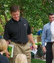 Alcalde Walsh durante el lanzamiento de la iniciativa de lectura al aire libre Uni Project, en 2014.