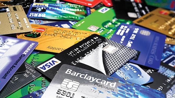 Guerra de recompensas enfrenta  a tarjetas de crédito y débito