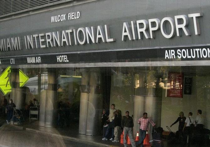 Trabajadores de aeropuerto de Miami en huelga de 24 horas
