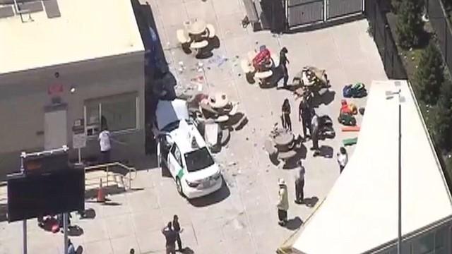 La policía y los bomberos están investigando, pero no parece ser un caso de terrorismo, según han informado
