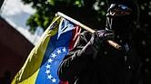 Manifestantes opositores cortan vías el pasado martes 4 de julio de 2017, en Caracas, para protestar nuevamente contra el cambio de Constitución que promueve el Gobierno de Nicolás Maduro mediante una Asamblea Nacional Constituyente (ANC).