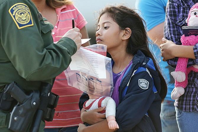 Arrestarán a las familias de niños que llegan solos a este país