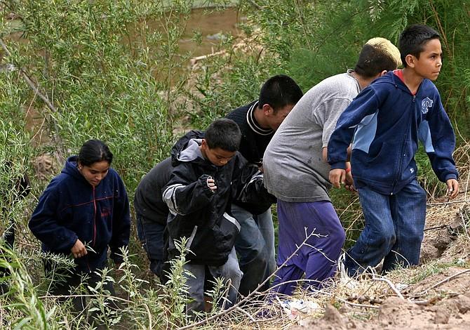 ICE acusará a familiares de niños inmigrantes por tráfico humano