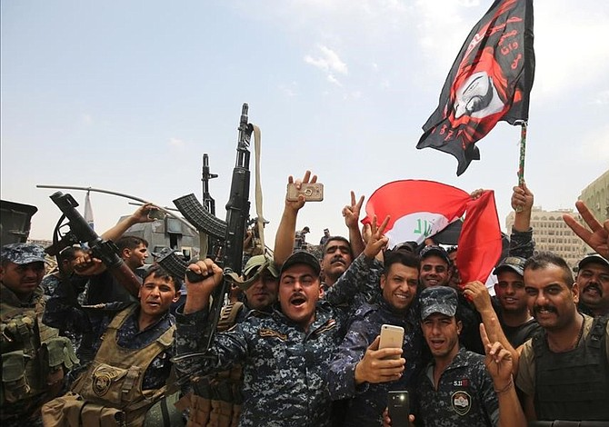 Habitantes de Mosul celebran derrota del EI tres años después