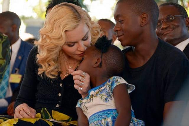 Madonna inaugura un hospital de cirugía infantil en Malaui