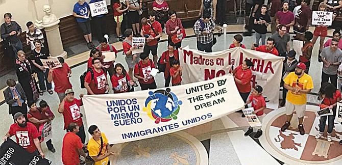 """""""Nuestro trabajo es proteger a la comunidad inmigrante"""""""