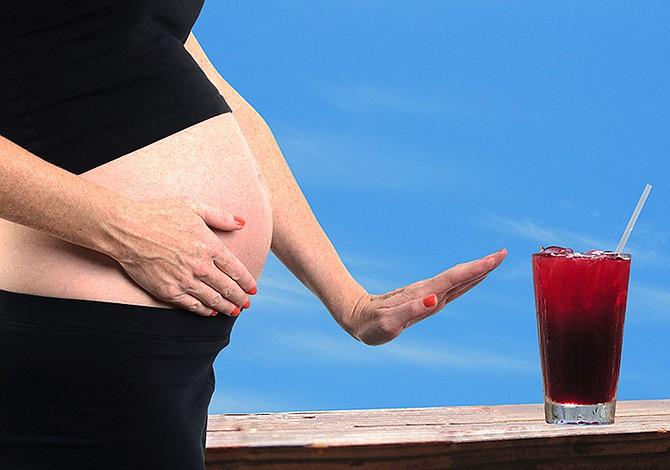 Beber esporádicamente alcohol durante embarazo también afecta a neuronas bebé