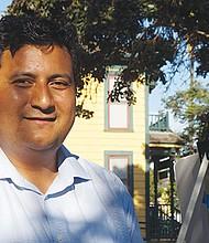 Christian Ramírez buscará ser el regidor por el distrito 8 de San Diego para proporcionar una vos a los fronterizos ante el gobierno de Trump. Foto de Manuel Ocaño.