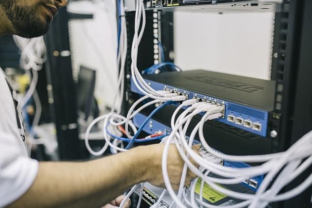 Microsoft quiere conectar al Internet a 2 millones de estadounidenses para el año 2022