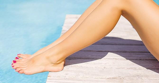 Los pies sufren todo el aÒo, pero en verano se desnudan y muestran tambiÈn su envejecimiento, sequedad y durezas. Tiempo de combatirlo.