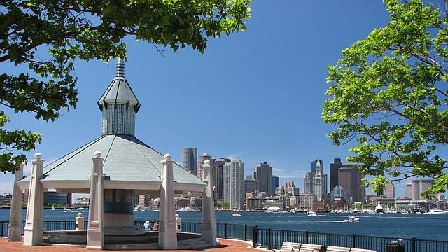 Vista de Boston desde el parque Piers Park, ubicado en East Boston.