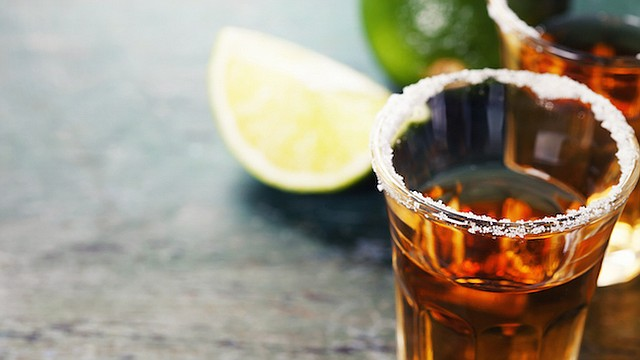 Un buen tequila debe apreciarse por su sabor, disfrutándolo por si solo o mezclado con ingredientes frescos en cocteles.