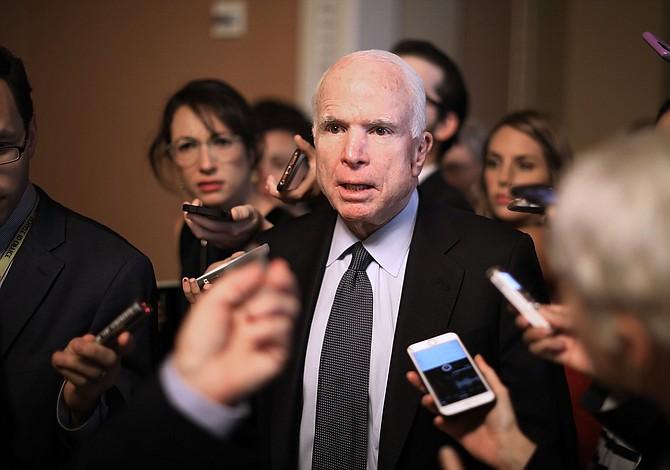 Senado retrasa votación de nueva ley de salud por cirugía de senador