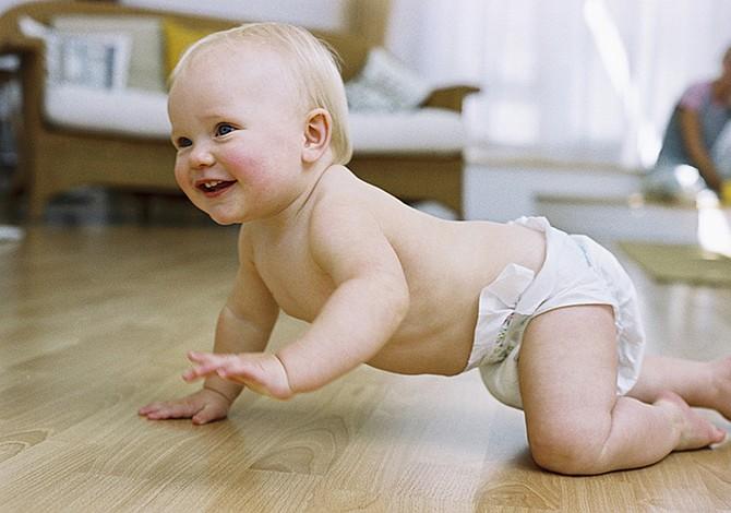 ¿Por qué hay bebés que no gatean?