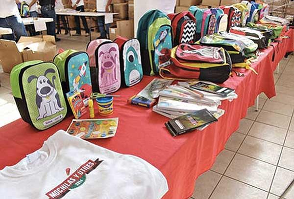 Mochilas, ropa y útiles escolares gratuitos