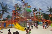 AGUA. Splashwater Falls fue inaugurado en Six Flags America en 2016.