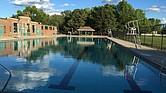 Además de los diversos espacios con los que cuenta Magazine Beach, su piscina también es un lugar de diversión para los visitantes