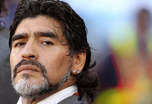 La leyenda Argentina Diego Maradona apoya el uso de videoarbitraje para el fútbol