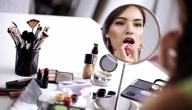 Siete errores de maquillaje que te harán lucir mayor