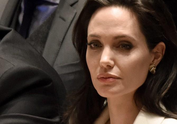 Angelina Jolie sufrió parálisis facial tras su divorcio