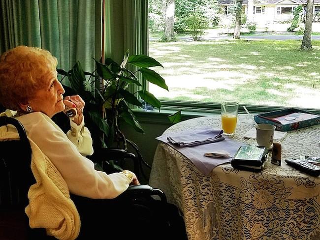 """Desde temprana edad, """"Mom Kouzes"""" dedicó su tiempo a luchar por los inmigrantes y aportar a su comunidad en Fairfax"""