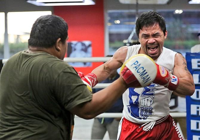 Manny Pacquiao visitó a las tropas de su país que luchan contra el Estado Islámico