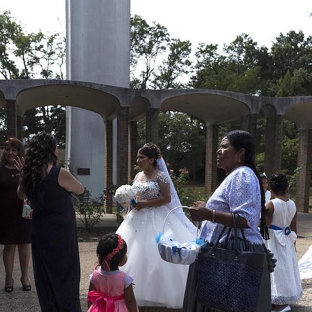 MATRIMONIO. Érika y Álvaro se casaron en la iglesia Falls en septiembre de 2016. Sus padres no pudieron asistir, pero sus sobrinos, tíos, tías, primos, y padrinos, viven en Virginia y estuvieron presentes el día del evento.