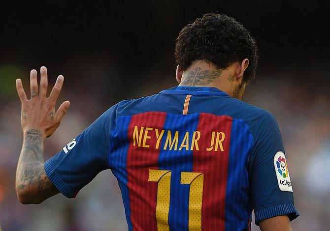 Neymar, con 222 millones de euros, el fichaje más caro de la historia