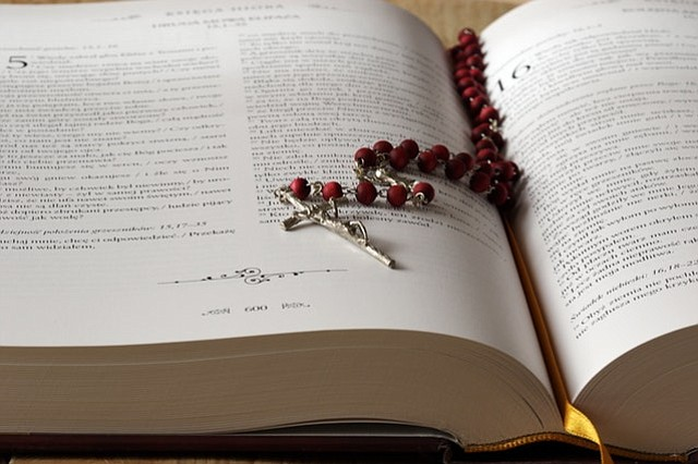 ¿Funcionan los seguros de salud basados en la Biblia?