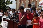 Jonathan Claros se enteró de la deportación cuando uno de sus hermanos lo llamó y le dijo que iba camino a El Salvador.