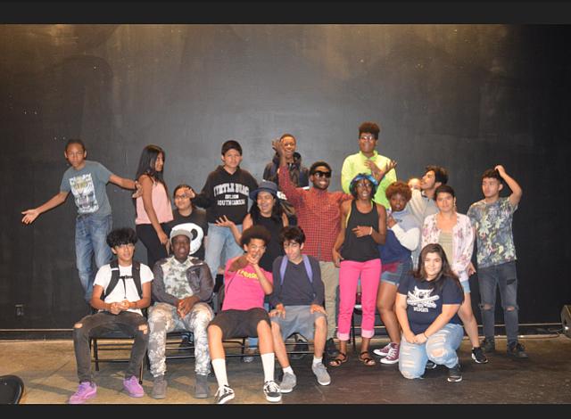 """Teatro GRATIS: jóvenes de DC nos dicen """"lo que está REALMENTE  mal"""""""