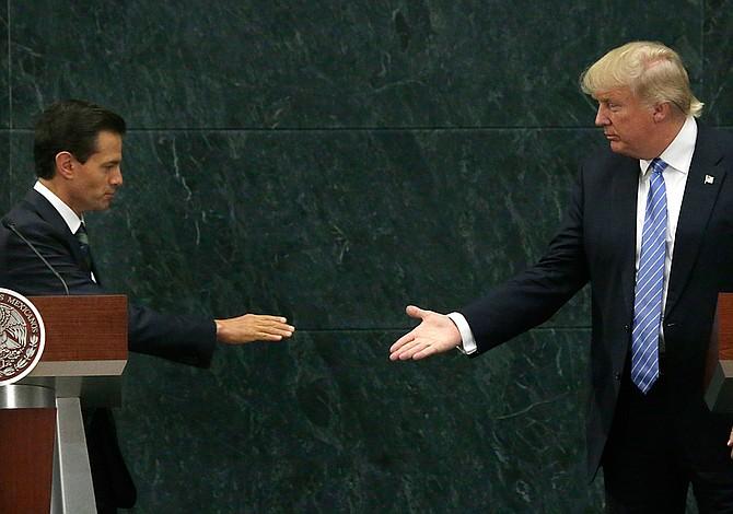 Trump pidió a Peña Nieto que deje de decir que México no pagará el muro