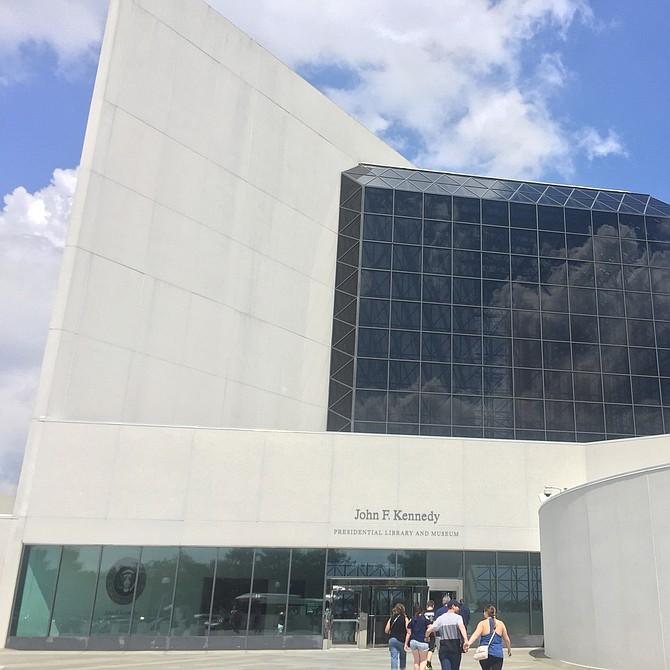 Entrada de la biblioteca y museo presidencial de J.F. Kennedy