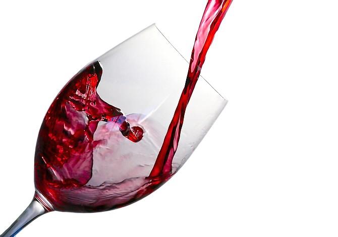 Estudio afirma que el alcohol podría ayudar a hablar mejor otros idiomas